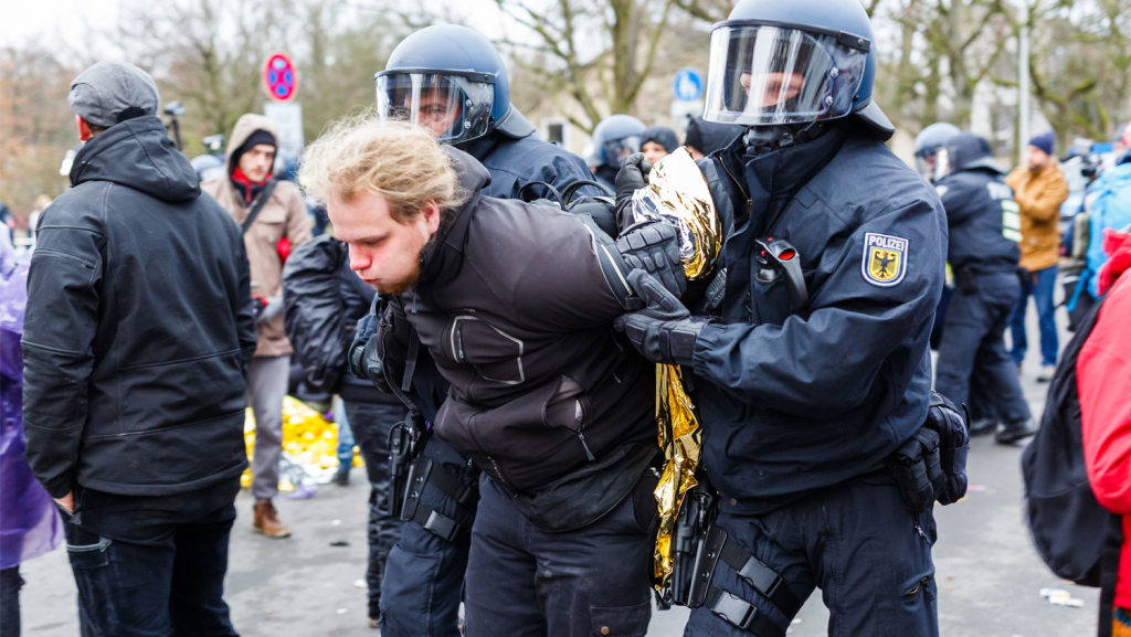 More Germans Turning To Left And Right Wing Extremism Thetrumpet