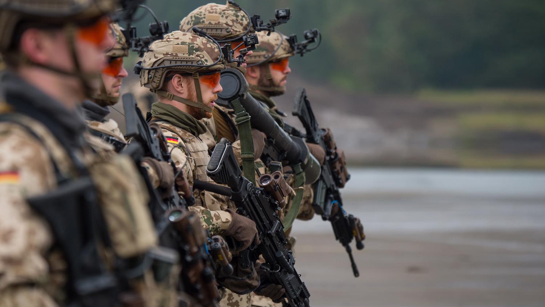 https://www.thetrumpet.com/files/W1siZiIsIjIwMTgvMDcvMTcvMnZlaXh0NGwxOV8xODA3MTdfQnVuZGVzd2Vocl90cm9vcHNfR2V0dHlJbWFnZXNfOTk1NTg2MDQ0LmpwZyJdXQ/1e80467d308a0f52/180717-Bundeswehr%20troops-GettyImages-995586044.jpg